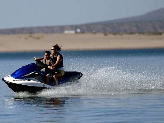 Vacationers take to the water Elephant Butte Lake State