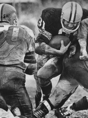 Jim Taylor of the Packers rushed 27 times for 96 yards and earned the game's MVP award.