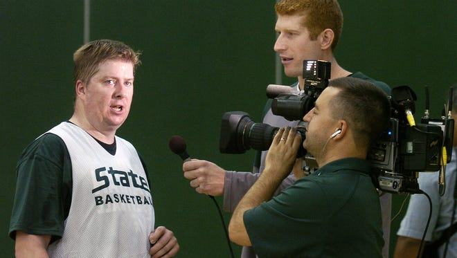 photo by Mike Itchue 10/4/07 Joe Rexrode is interviewed by Drew Naymick of the MSU basketball team following a practice session held for members of the media at Breslin Center Thursday.  Photo Gallery