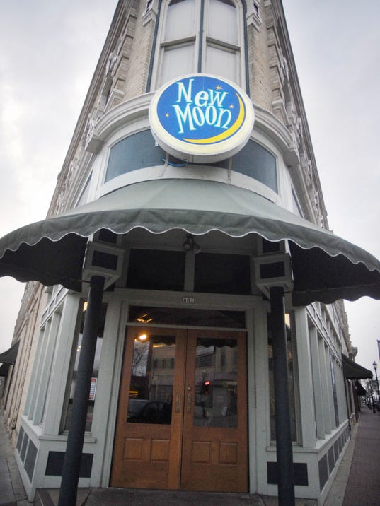 635826692694669326-112009-Newmooncafe-MS