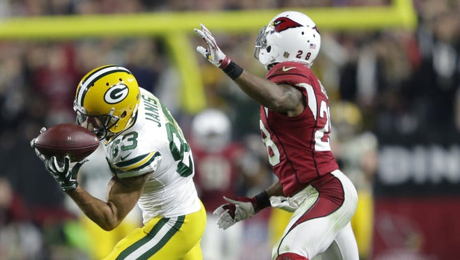 Green Bay Packers' Jeff Janis pulls down a reception on fourth and twenty late in the fourth quarter against Arizona Cardinals' Justin Bethel.  The Arizona Cardinals host the Green Bay Packers during a NFC divisional round playoff football game Saturday, January 16, 2016, at the University of Phoenix Stadium  in Glendale, AZ.