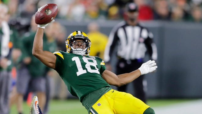 Green Bay Packers wide receiver Randall Cobb (18) reaches out for a first down in the third quarter against the Chicago Bears at Lambeau Field on Sunday, September 9, 2018 in Green Bay, Wis.Adam Wesley/USA TODAY NETWORK-Wisconsin