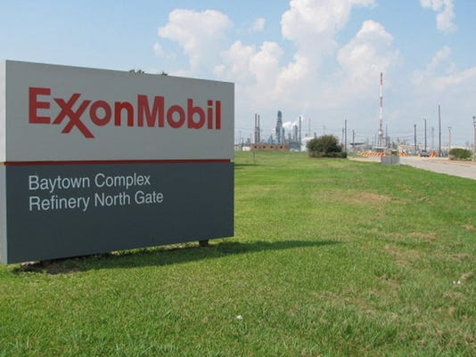 636363346076765769-ExxonMobileSign.jpg