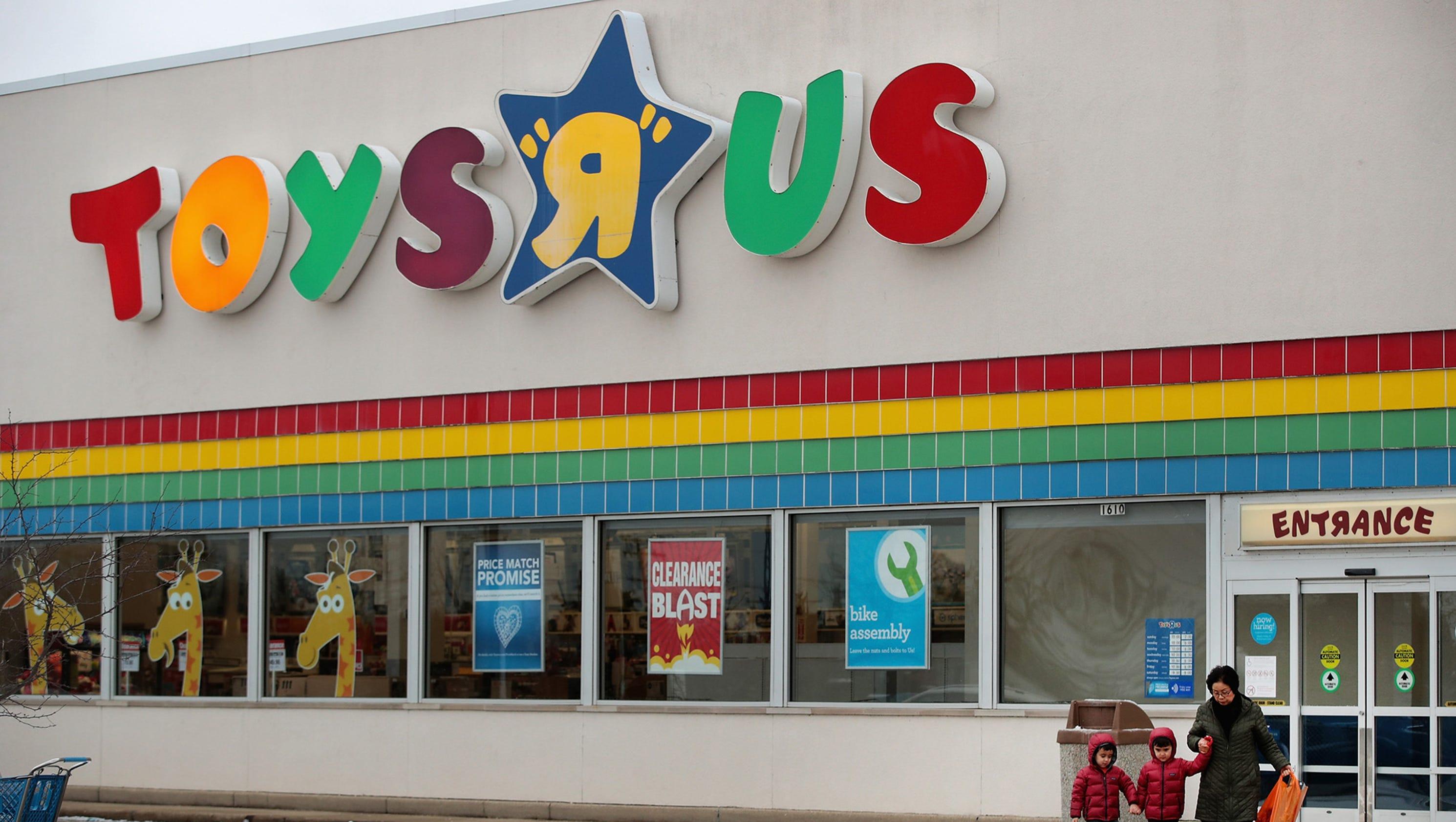 toys r us store closing sales begin. Black Bedroom Furniture Sets. Home Design Ideas