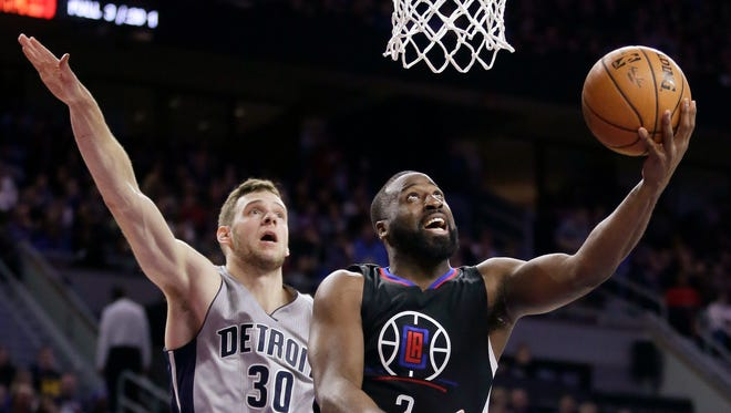 Clippers guard Raymond Felton goes to the basket past Pistons forward Jon Leuer (30) during the second half of the Pistons' 108-97 win Friday at the Palace.
