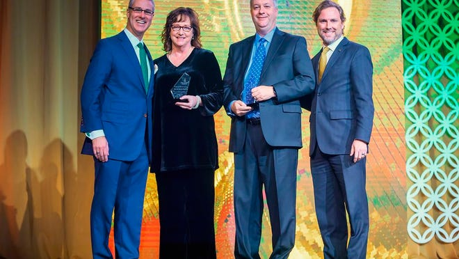 Dr. Heath Thomas (right), OBU president, and Dr. Will Smallwood (left), senior vice president for advancement and university relations, presented the Presidential Leadership Award to Steve and Jeanetta Bagwell and Vision Bank. The award is presented annually in recognition of exemplary leadership and support for Christian higher education.