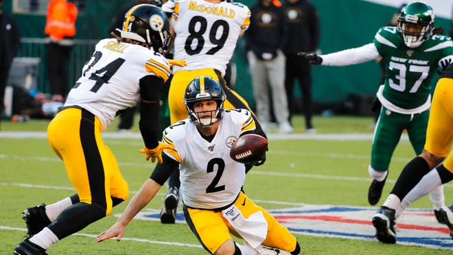 Pittsburgh Steelers quarterback Mason Rudolph (2) tries to hand off the ball to Pittsburgh Steelers running back Benny Snell (24) in the second half of an NFL football game, Sunday, Dec. 22, 2019, in East Rutherford, N.J.