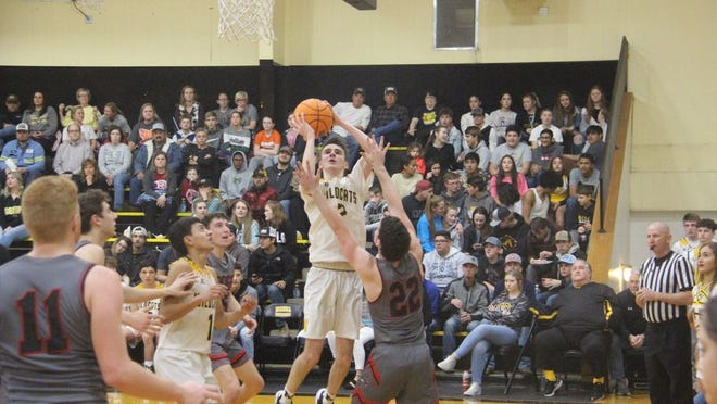 Madill's Wyatt Gray hangs in the air for an attempted shot as Sulphur's Reese Ratchford defends during the second half Tuesday night at Madill.