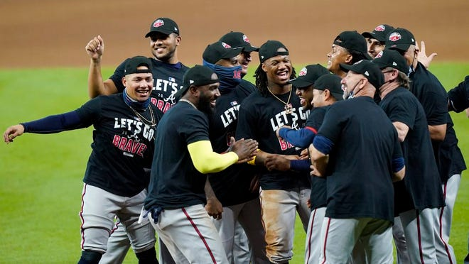 Atlanta Braves players celebrate after defeating the Miami Marlins in Game 3.