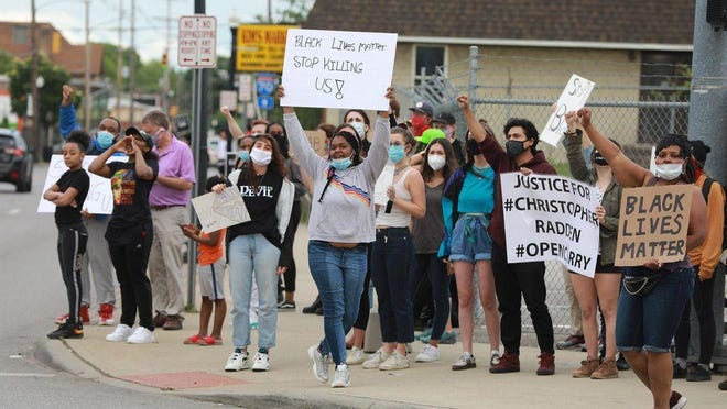 Protesters at the intersection of Livingston Avenue and Lockbourne Road in the days after Christopher Radden's late-May arrest