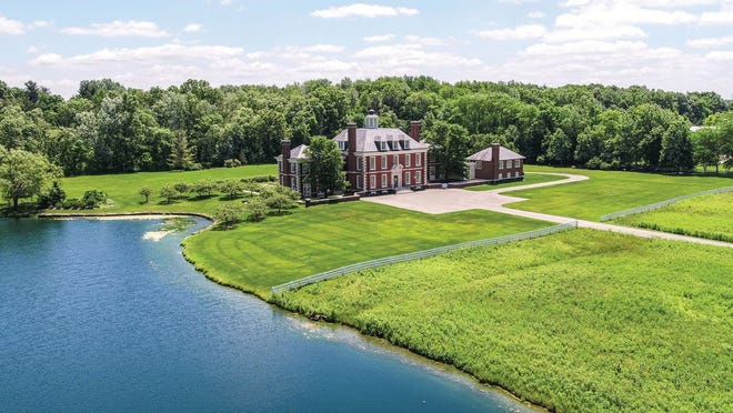 The New Albany home of former Express CEO Michael Weiss and his wife, Arlene, went into contract for sale this fall.