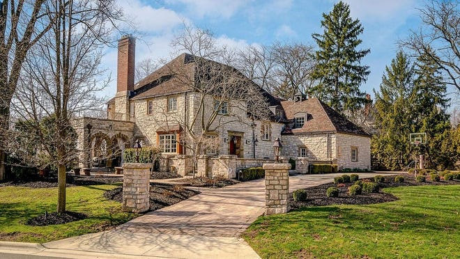 2285 Yorkshire Rd., Upper Arlington