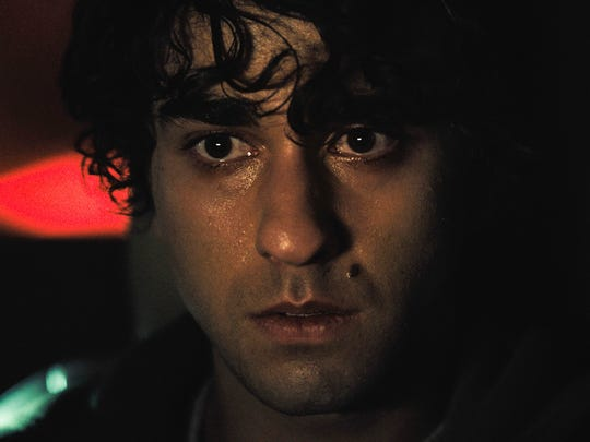 Peter (Alex Wolff) is a teenager with trust issues