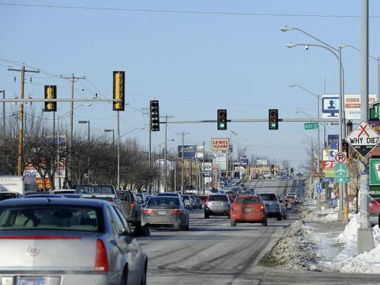 Traffic makes its way along Minnesota Avenue in Sioux