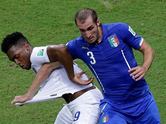 England's Daniel Sturridge, left, and Italy's Giorgio Chiellini challenge during the group D World Cup soccer match between England and Italy at the Arena da Amazonia in Manaus, Brazil, Saturday, June 14, 2014.  (AP Photo/Themba Hadebe)