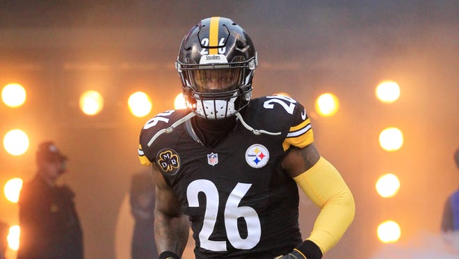 Pittsburgh Steelers running back Le'Veon Bell (26) takes the field to play the New England Patriots at Heinz Field.