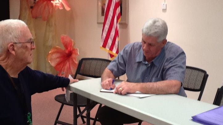 MLB: Ex-outfielder Ken Berry talks Elway, Mattingly at Naples SABR meeting