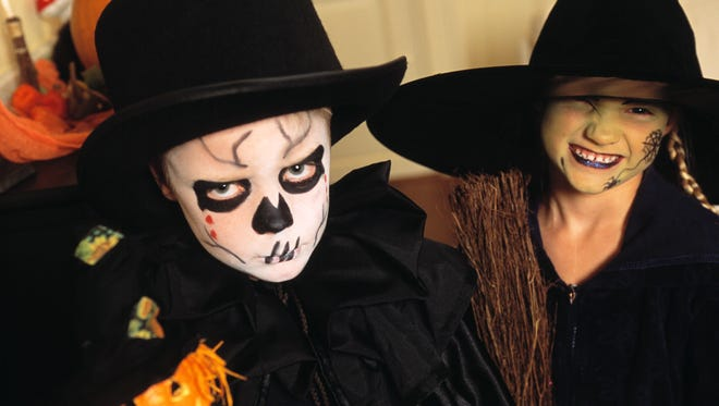 Whether you plan to go to traditional festivals or explore something new, you'll have lots of options for Halloween and Dia de los Muertos fests in the Las Cruces area..