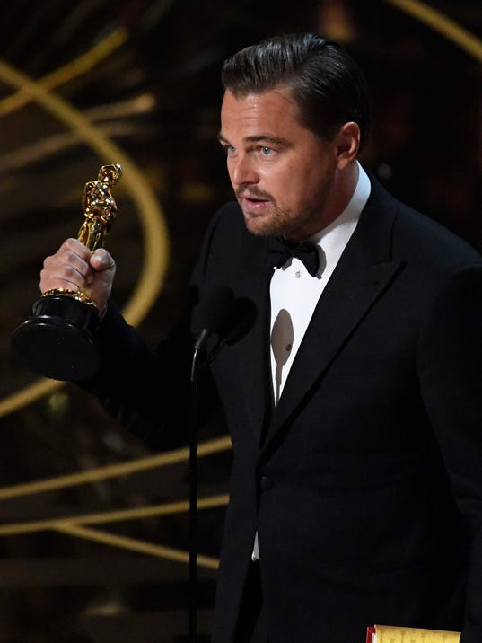 Dicaprio wins but 39 spotlight 39 takes top prize at oscars for Oscar awards winning movies