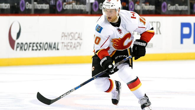 From Nov. 28, 2016, Calgary Flames right wing Kris Versteeg (10) looks to pass the puck against the New York Islanders in the first period of an NHL hockey game in New York. Two-time Stanley Cup-winning forward Kris Versteeg is retiring after 11 NHL seasons. The 33-year-old announced his decision through the NHL Players' Association on Tuesday, April 14, 2020, and after ending this season playing with his brother, Mitch, with Slovakia's HK Nitra.