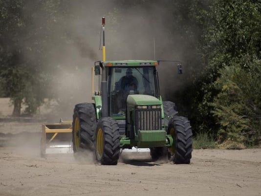 -yerington farmer 3 LM.jpg_20040725.jpg