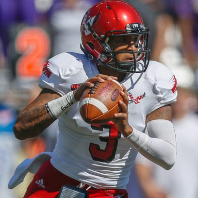 SEATTLE, WA - SEPTEMBER 06:  Quarterback Vernon Adams