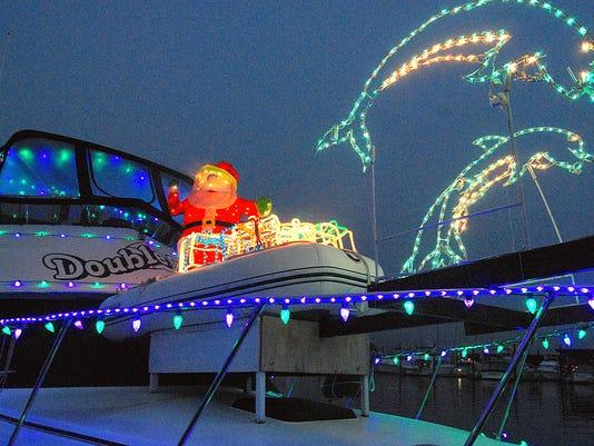636486061753000872-1215-KSAP-Holidays-LightedBoatParade-4584.jpg