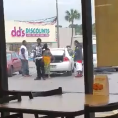 Video of a Jacksonville family piling into a car to
