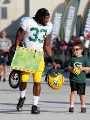Green Bay Packers running back Aaron Jones (33) carries