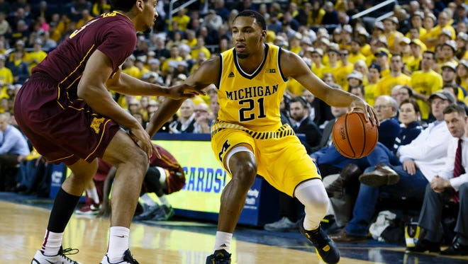 Michigan guard Zak Irvin (21) is defended by Minnesota forward Jordan Murphy (3) in the first half at Crisler Center Wednesday.