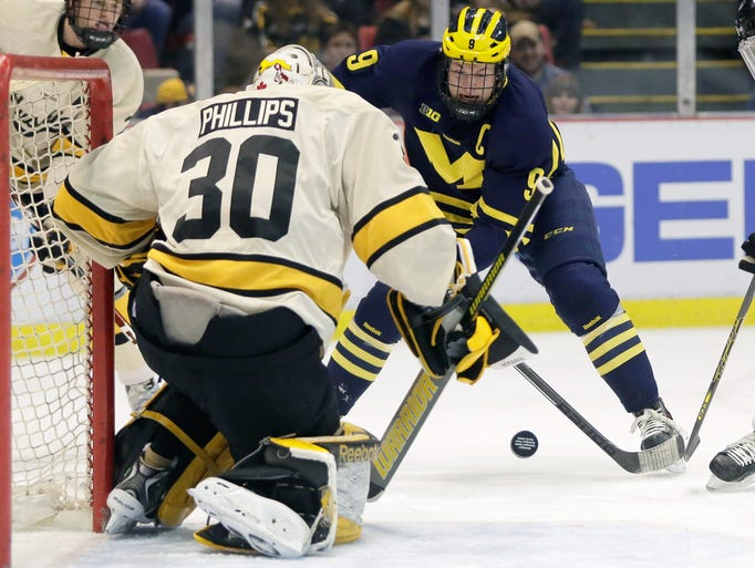Michigan's Justin Selman (10) takes a shot against