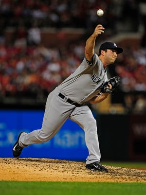 Yankees relief pitcher Adam Warren throws against the Cardinals during Wednesday night's game in St. Louis.