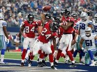 Julio Jones (11) dives for the pylon to score a touchdown in the third quarter.