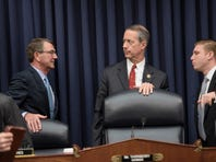 US Secretary of Defense Ashton Carter (L) and Committee Chairman Mac Thornberry (R-TX) meet briefly at a Dec. 2015 hearing.
