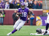 Dec 20, 2015; Minneapolis, MN, USA; Minnesota Vikings running back Adrian Peterson (28) runs in the first quarter against the Chicago Bears at TCF Bank Stadium.
