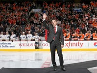 Daniel Briere honored at Flyers/Sabres game