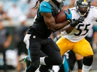 JACKSONVILLE, FL - AUGUST 14: Runningback Denard Robinson #16 of the Jacksonville Jaguars during a preseason game against the Pittsburgh Steelers at EverBank Field on August 14, 2015 in Jacksonville, Florida. The Jaguars defeated the Steelers 23 to 21. (Photo by Don Juan Moore/Getty Images) *** Local Caption *** Denard Robinson