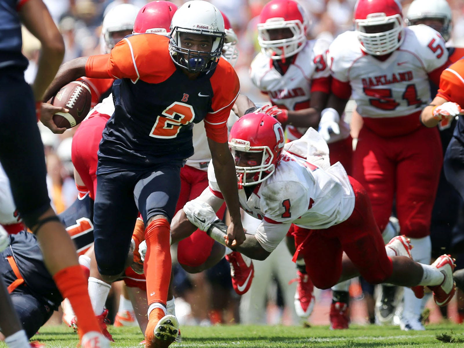 Blackman quarterback Jauan Jennings rushes against Oakland Sunday, August 24, 2014 at Blackman.
