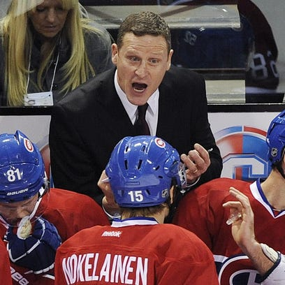Randy Cunneyworth, center, talks with Montreal players