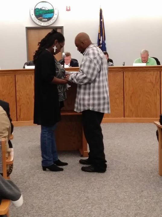 636525020457041871-Tracy-and-Sunshine-praying-at-county-council.jpg