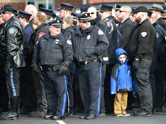 CPO-MWD-010517-cop-funeral