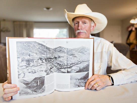 """Kelly Flynn reads from his book """"Goldpans, Guns & Grit:"""