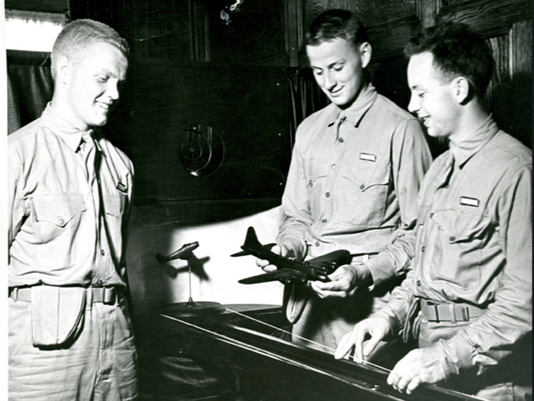 636173955616948854-John-Glenn-and-cadets-at-U.S.-Navy-Pre-Flight-from-Ohio-State-University-Archives.PNG