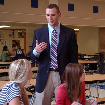 Jeff Fisher talks with students at Chillicothe High