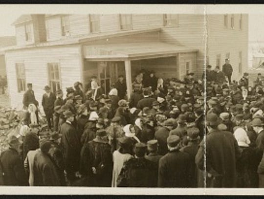 An image of patients lined up to see Till at Somerset,