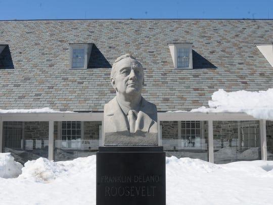 A bust of U.S. President Franklin D. Roosevelt outside