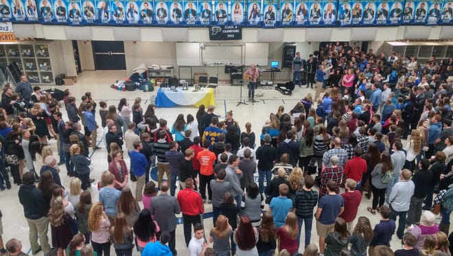 Hundreds gather at Castle High School Sunday evening to pay tribute to the Rinehart family.