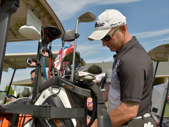 Jeremy Johns secures his clubs.
