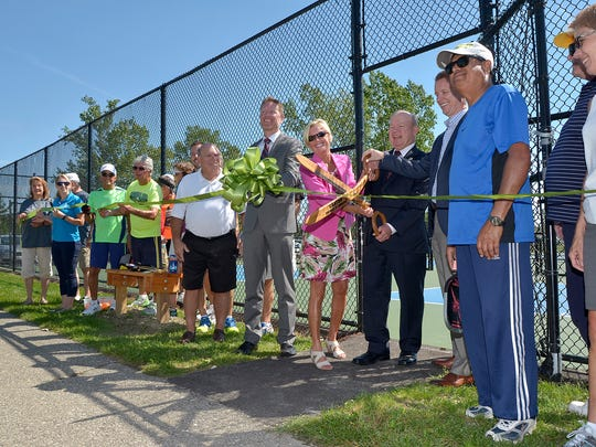 Township officials, donors and pickleball enthusiasts