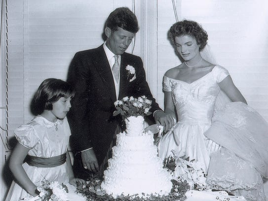 John F. Kennedy and Jacqueline cut the wedding cake